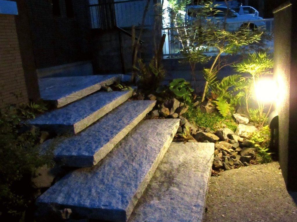 【鈴鹿市】正面からはわからない間接照明でアプローチに浮遊感を