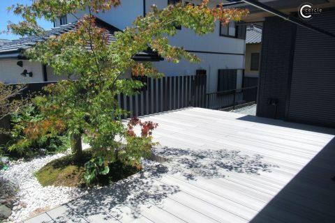 【鈴鹿市】ウッドデッキの一角にある坪庭が美しい外構
