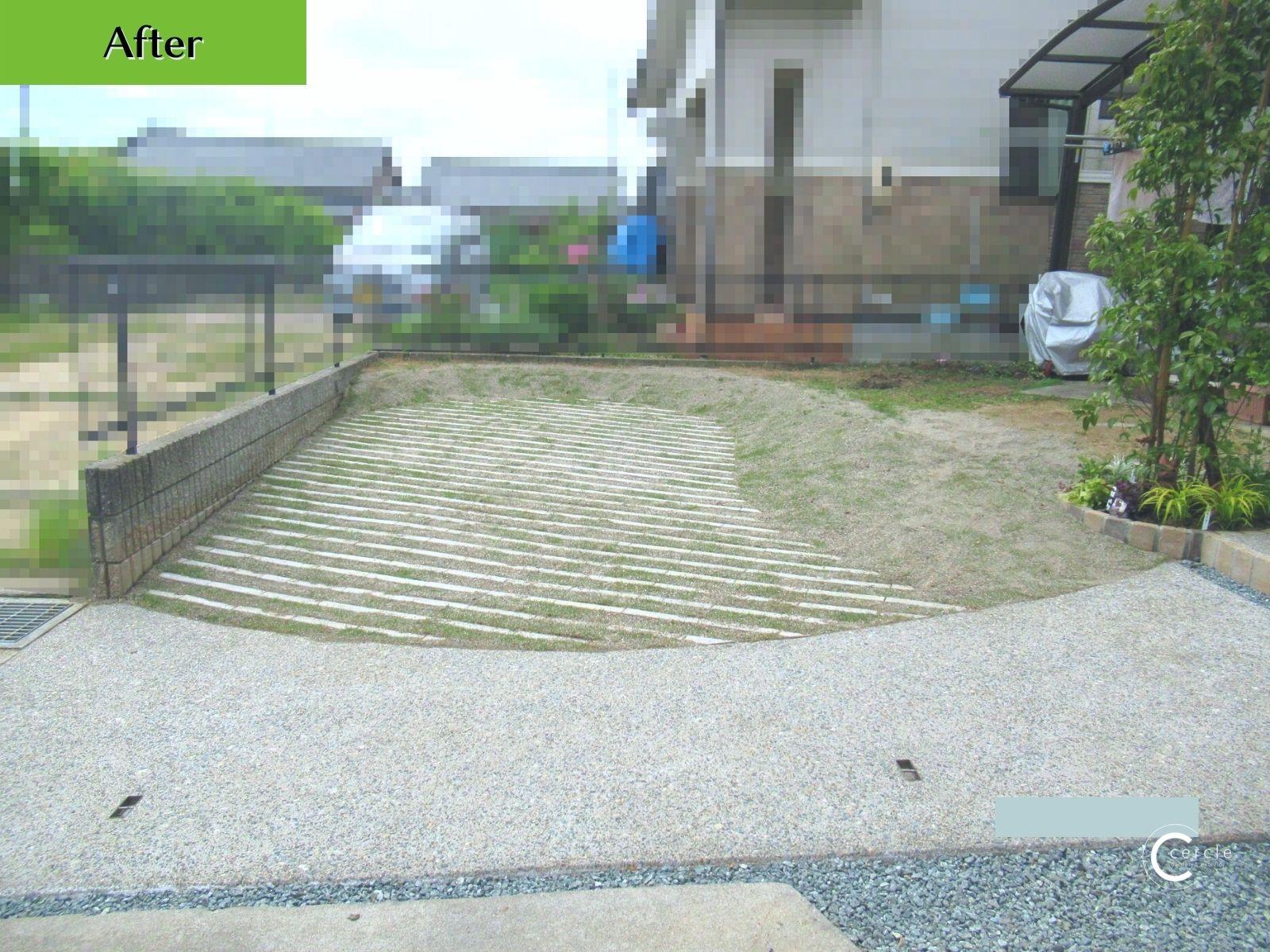 【鈴鹿市】天然芝を敷き直して可愛い駐車場にリフォーム(アフター)